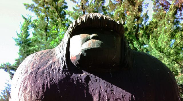bigfoot-sightings-statue