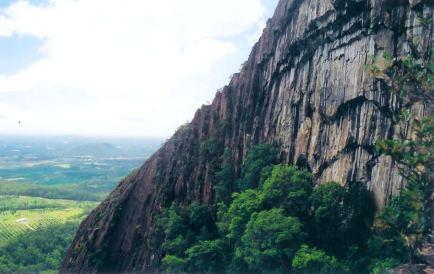 mt Beerwah cave